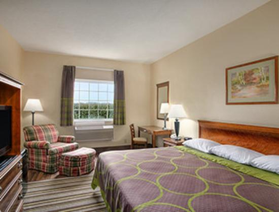 Grayville, IL: Standard King Bed Room