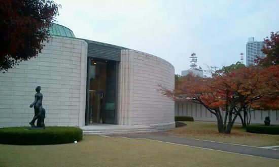 Hiroshima Museum of Art : 円形のユニークな美術館