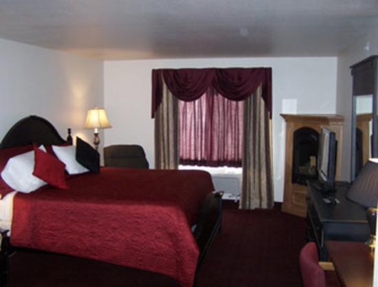 Super 8 Rexburg: Fireplace Suite