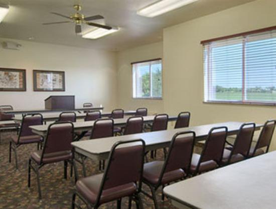 Super 8 Iola KS: Meeting Room
