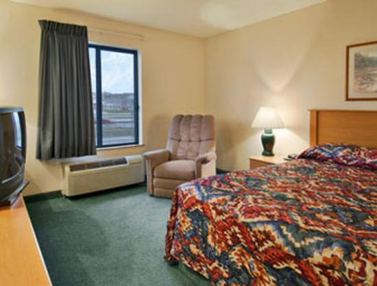 Super 8 Columbia Clark Lane: King Bed Room Suite