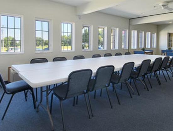 Super 8 Neillsville WI: Meeting Room
