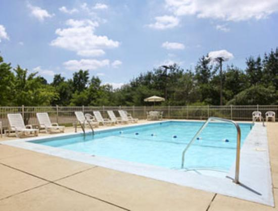 Days Inn & Suites Richfield: Outdoor Pool