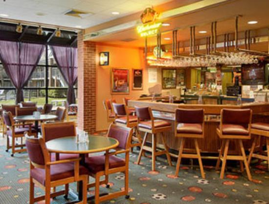 Ramada Batesville: Duck Blind Lounge