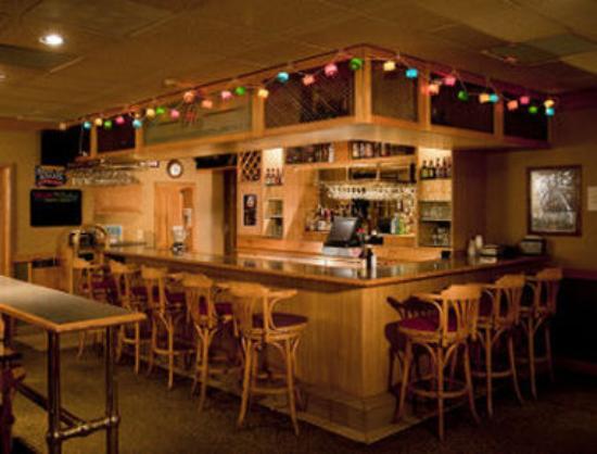 Ramada Marquette: Bar