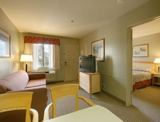 Ramada Carlsbad: Suite with Kitchen