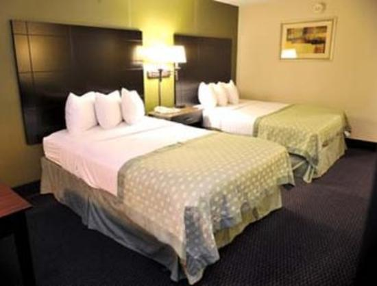 Ramada Newburgh/West Point: Standard Two Double Beds