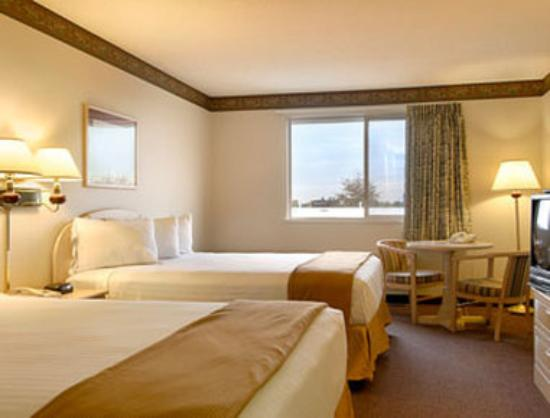 Ramada Limited Redding : Standard Two Queen Bed Room