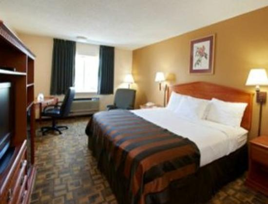 Ramada Tuscaloosa: Business Class King Room