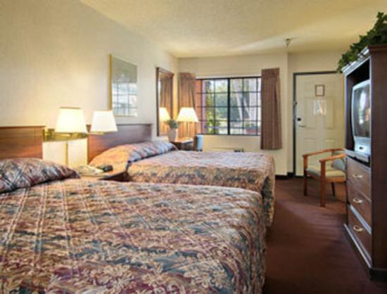 Ramada Poway : Standard Two Queen Bed Room