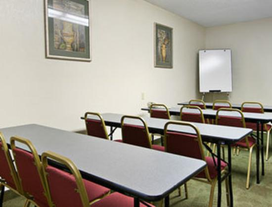 Days Inn Cleveland Airport South: Meeting Room