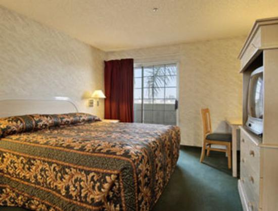 Ramada South El Monte: Standard King Bed Suite