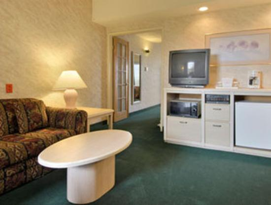 Ramada South El Monte : Standard Two Double Bed Suite