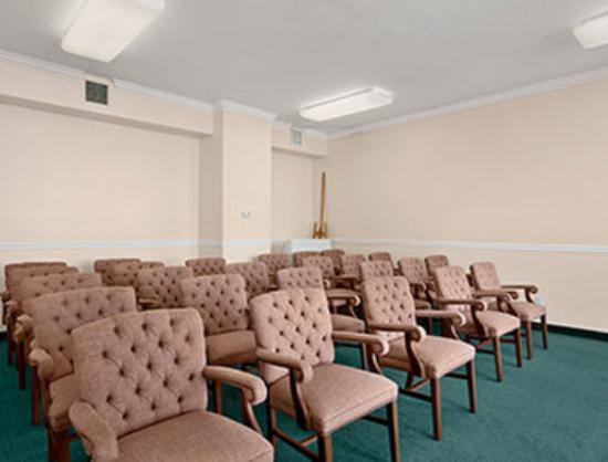 Ramada Limited Clearwater Hotel and Suites: Meeting Room