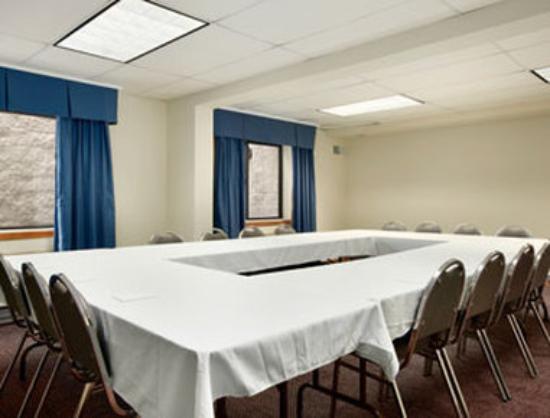 Baymont Inn & Suites Waukesha: Meeting Room.
