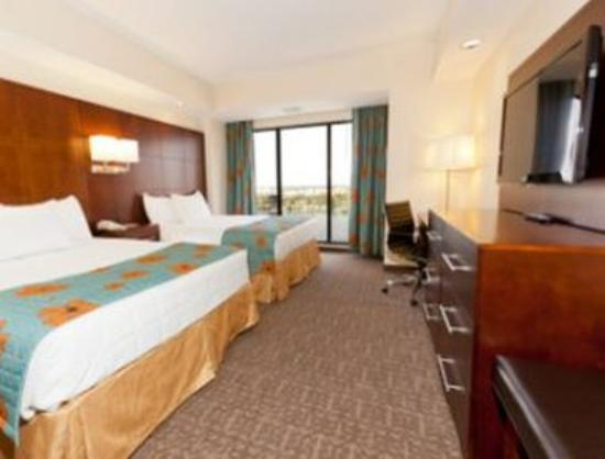 Ramada Plaza Resort and Suites Orlando International Drive: Double Queen Suite