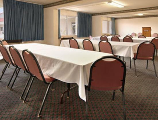 Ramada Clinton: Meeting Room