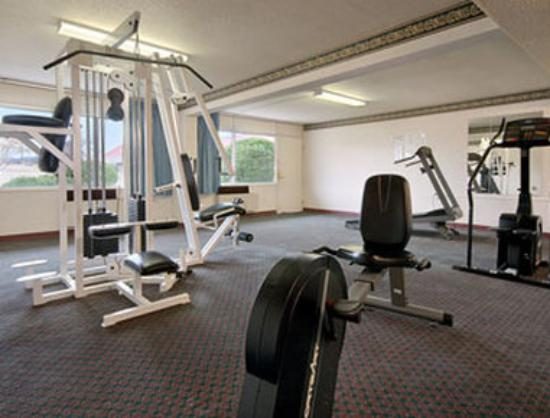 Ramada Clinton: Fitness Center