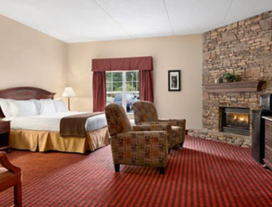 Ramada Pigeon Forge North : Standard King Bed Room With Fireplace