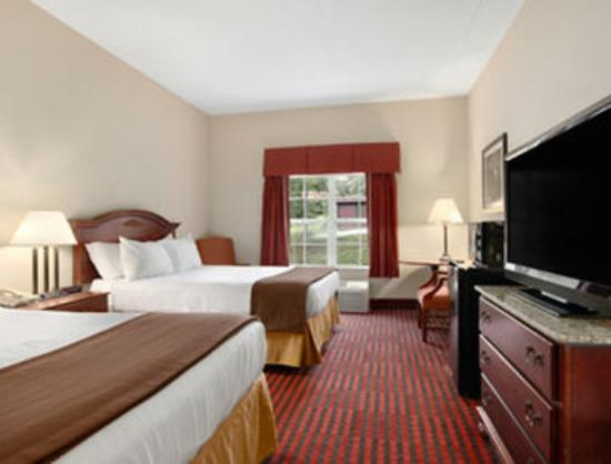 Ramada Pigeon Forge North: Standard Two Queen Bed Room
