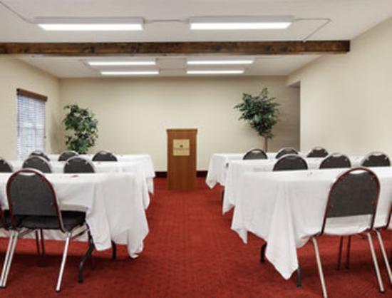 Ramada Pigeon Forge North: Meeting Room
