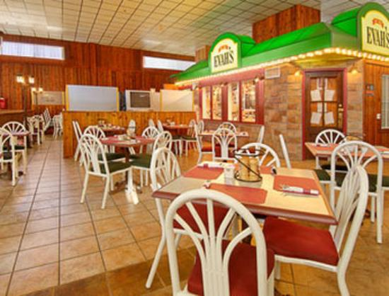 Ramada Ely: Evahs Restaurant was established in 1962. With an extended Menu it meets the appetite of all gue