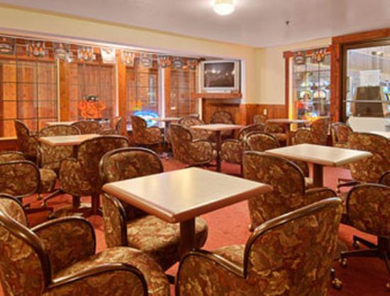 Ramada Ely: Lounge