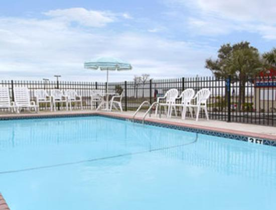Days Inn Biloxi Beach: Pool