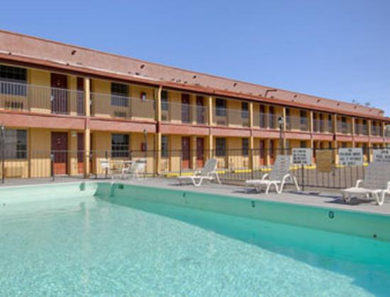 Ramada Flagstaff East: Pool