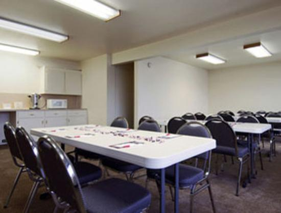 Ramada Giddings: Meeting Room