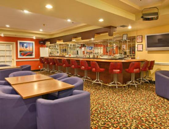 Ramada Plaza Garden Grove/Anaheim South: Milano Bar