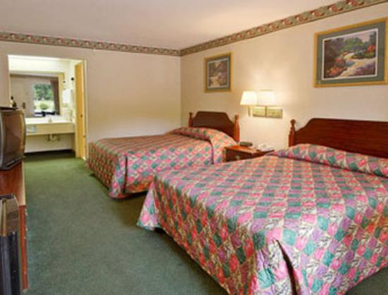 Ramada Limited Ridgeway: Standard Two Double Bed Room