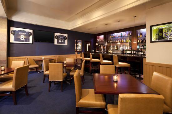 Sheraton Bellevue: Bellevue Grille Lounge