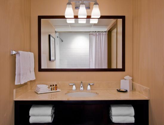Sheraton Mahwah Hotel: Guest Bathroom