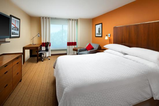 Four Points By Sheraton San Francisco Airport: Traditional King Room