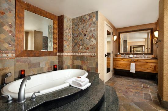 Sheraton Grand at Wild Horse Pass : Presidential Suite Bathroom