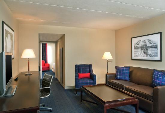 Sheraton Suites Philadelphia Airport: Suites Guest Room Parlor