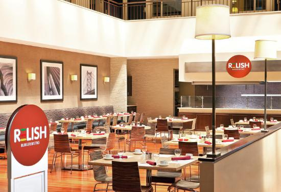 Sheraton Suites Philadelphia Airport: Relish Restaurant