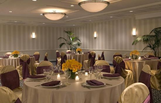 Four Points by Sheraton Wakefield Boston Hotel & Conference Center: Colonial Ballroom Shot