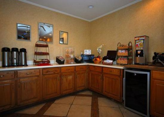 Quality Inn Goldsboro : breakfast area