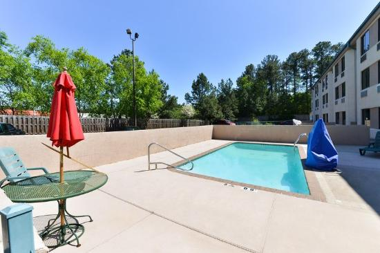 Americas Best Value Inn & Suites - Morrow / Atlanta: Pool