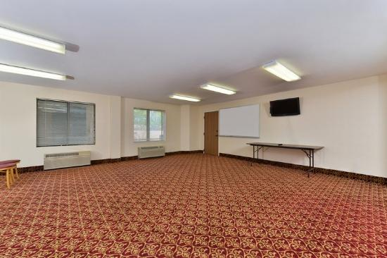Americas Best Value Inn & Suites - Morrow / Atlanta: Conference Room