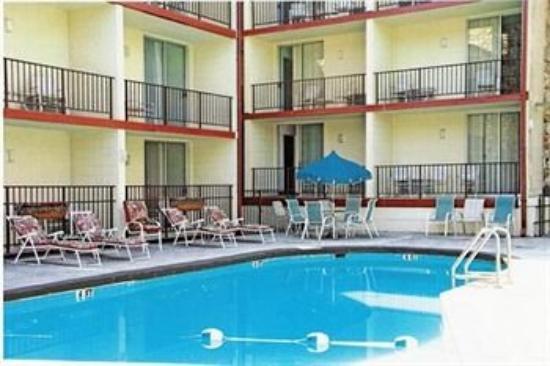 Reagan Resorts Inn: Pool