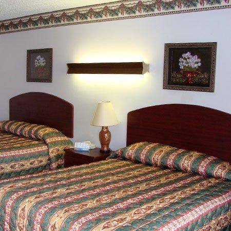 Colonial Inn: Guest Room -OpenTravel Alliance - Guest Room-