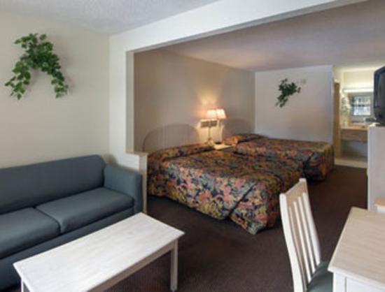sleepy bear room picture of travelodge suites east gate. Black Bedroom Furniture Sets. Home Design Ideas