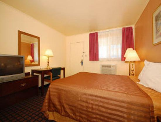 Travelodge Dodge City: Guest Room