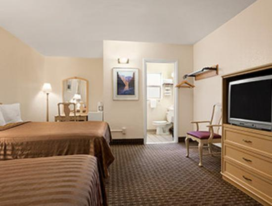 Travelodge Williams Grand Canyon: Two Double Bedroom