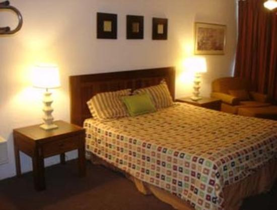 Knights Inn Gila Bend: King Bed Guest Room
