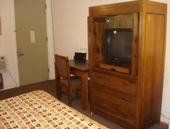 Knights Inn Gila Bend : King Bed Guest Room