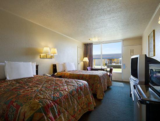 Magnuson Hotel Opelika: Standard Two Double Bed Room